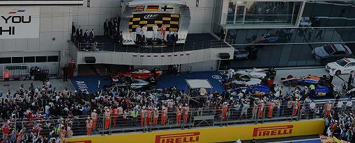 Lewis Hamilton und Nico Rosberg (beide Mercedes) und Kimi Raikkonen (Ferrari) auf dem Podium beim F1-Rennen im russischen Sochi Autodrom