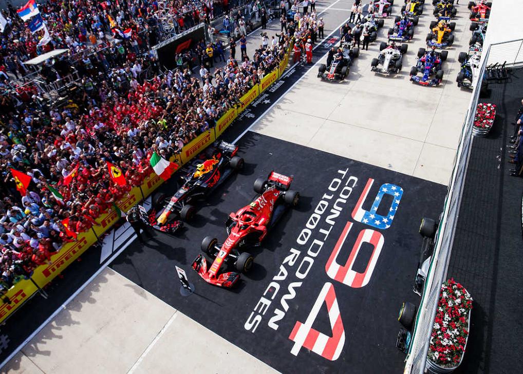 Max Verstappen (Red Bull Racing), Kimi Raikkonen (Ferrari) und Lewis Hamilton (Mercedes) auf dem Podium beim Großen Preis der USA auf dem Circuit of the Americas