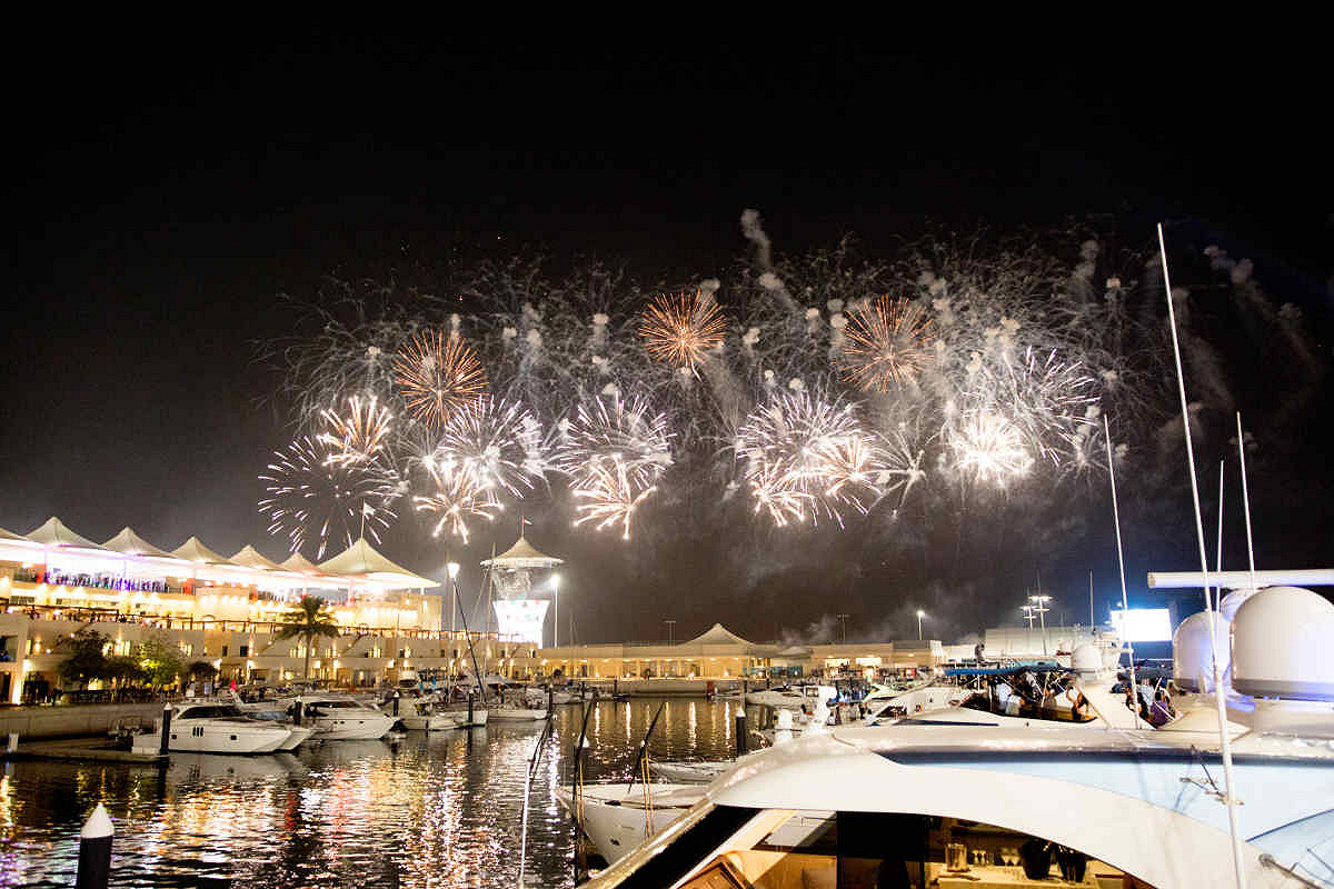 Abu dhabi amber lounge vip yacht fireworks