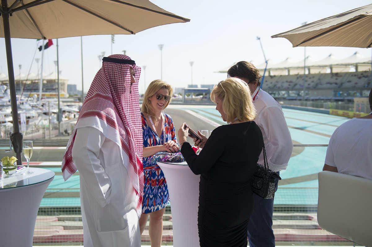 Abu dhabi harbour club yas viceroy fans