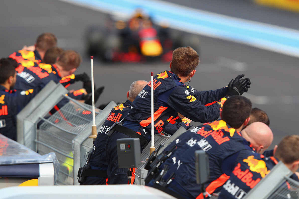 Canada aston martin red bull racing paddock club  team pit support