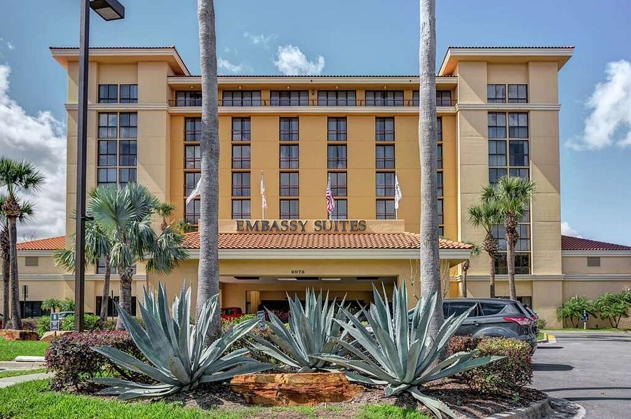 Shared Bed - Daytona 500 Club (4-Day) - Embassy Suites