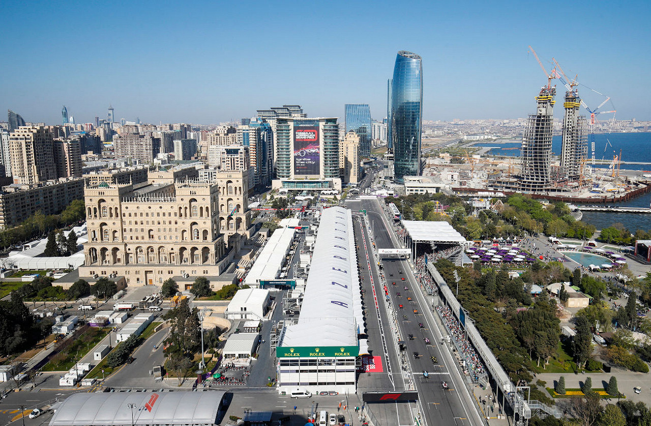 Valtteri Bottas Mercedes leads the pack at the start of the race at Baku City Circuit, the Azerbaijan F1 race track