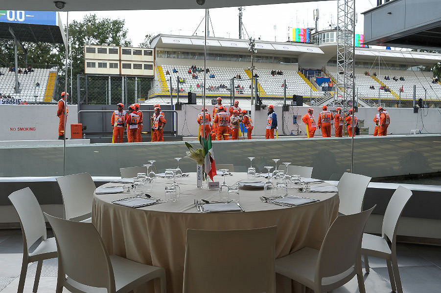 Fan Club Hospitality with Uscita Ascari