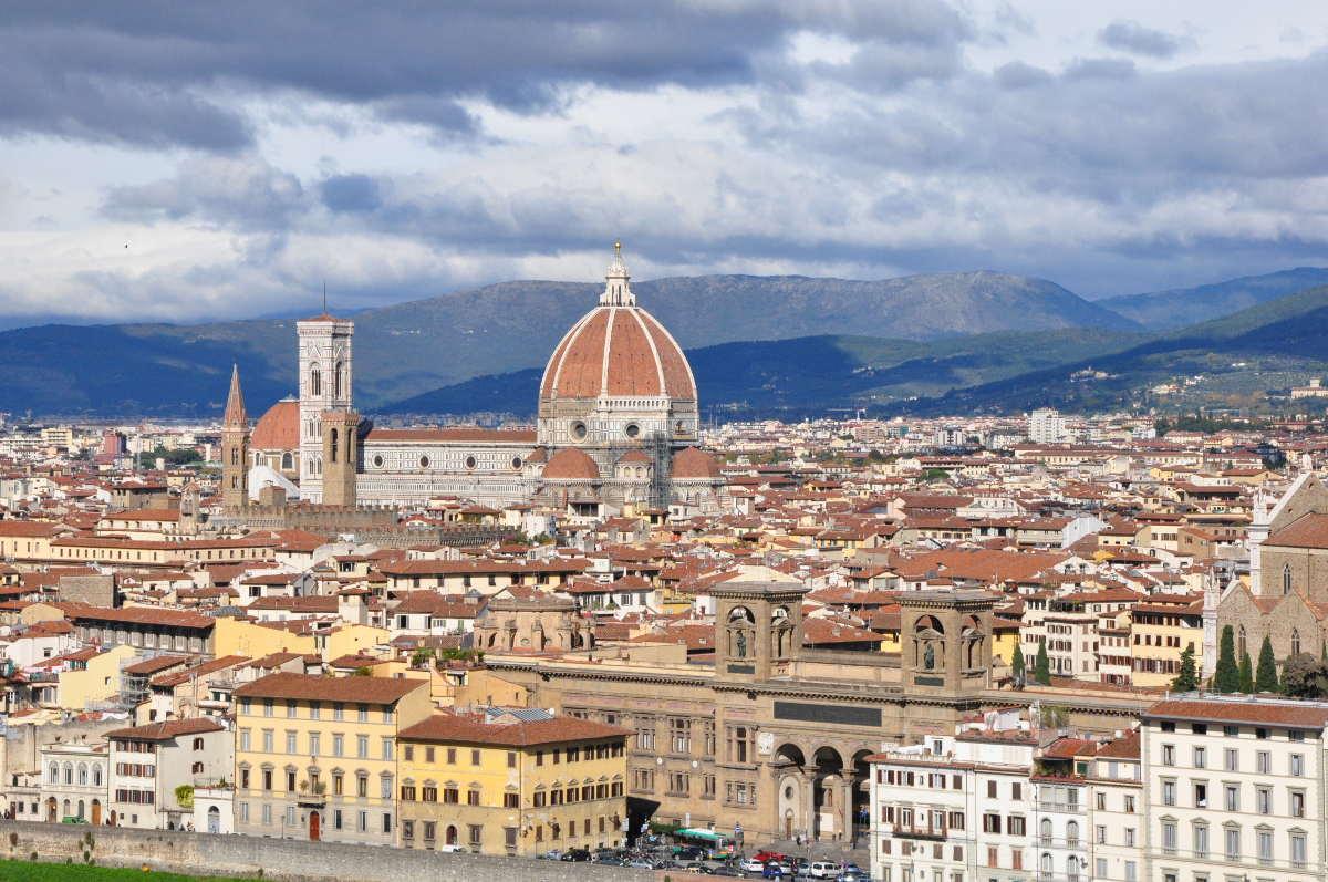 Informations clés, trajets internationaux, et visites à ne pas manquer