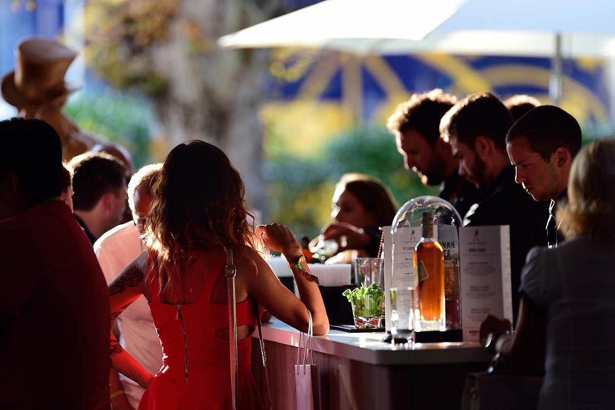 France open bar