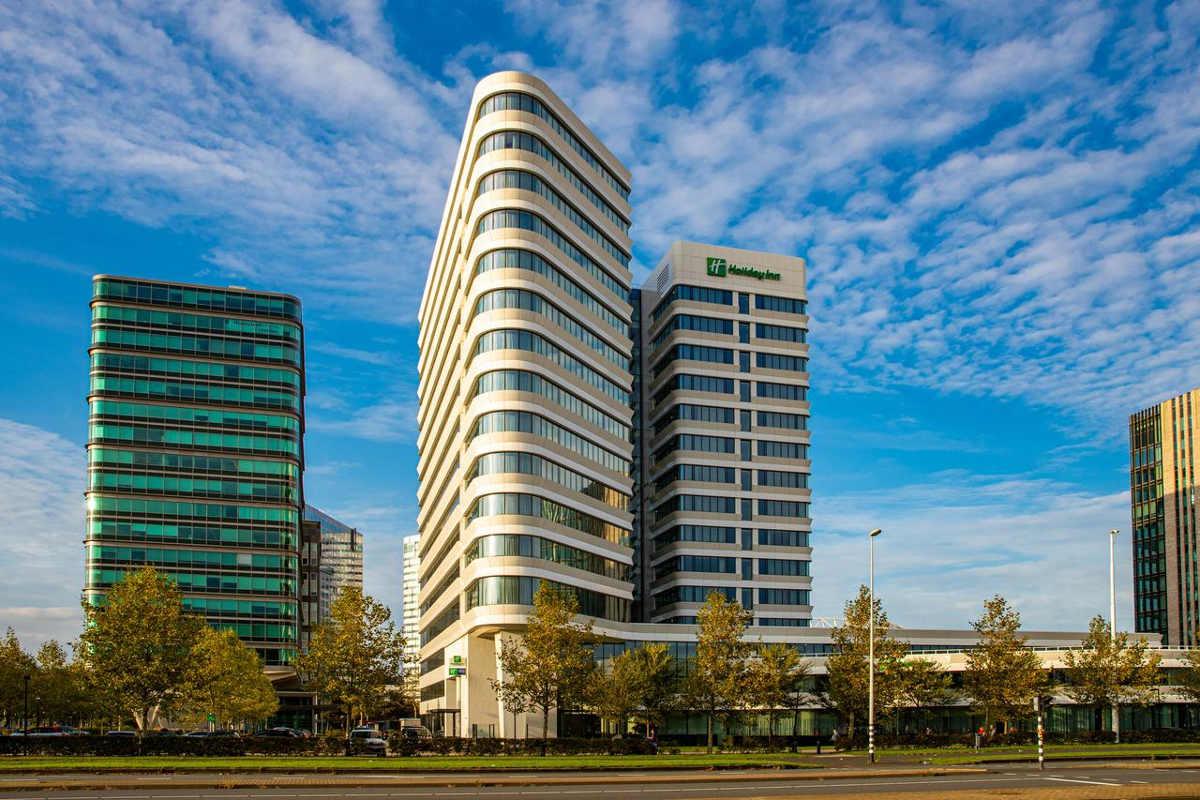 "Holiday Inn Express Arena Towers mit ""Eastside 3""-Tribünentickets (Zweibettzimmer)"