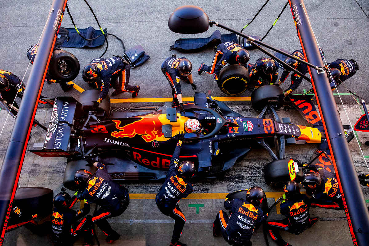 Italy aston martin red bull racing paddock club  pit stop practice