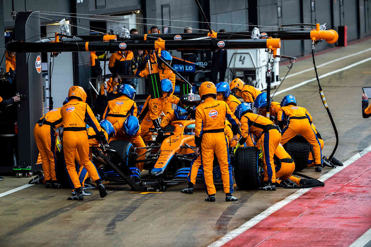 Italy mclaren f1 experience pit stop