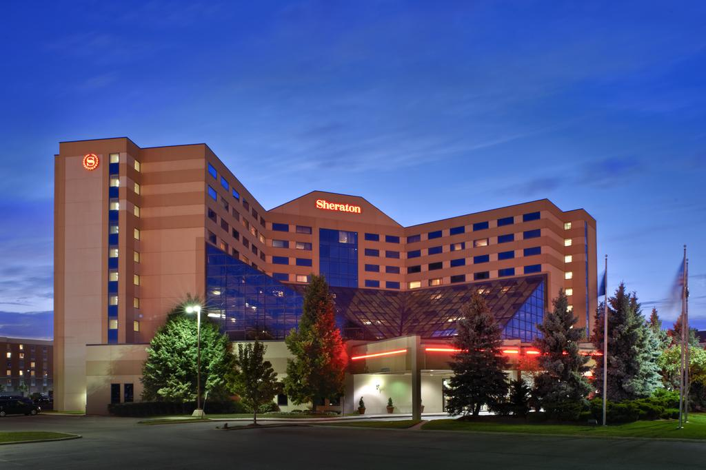 Sheraton Detroit Metro Airport - Weekend - Centre Grandstands Row 8-14